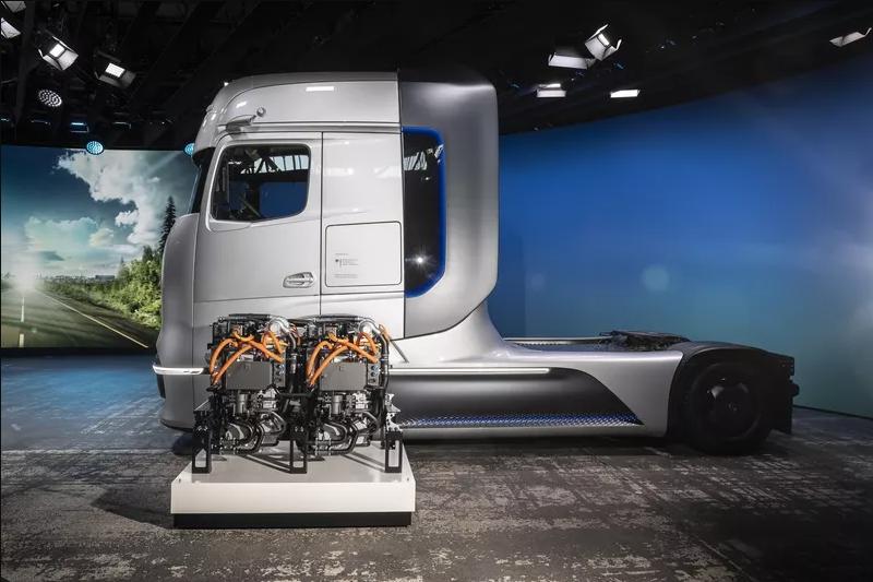 Daimler unveils Mercedes-Benz GenH2 hydrogen tractor concept 2